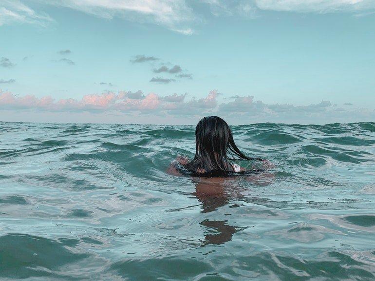 Regl ile İlgili Bilinen Yanlış - Denize Girmek Sakıncalı