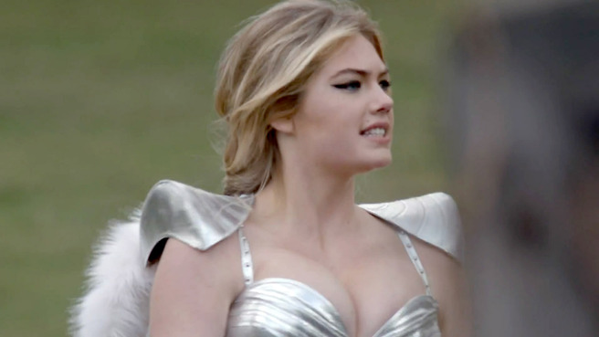Kate-Upton-Game-of-War-gogusleri-2