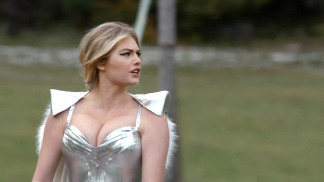 Kate-Upton-Game-of-War-gogusleri