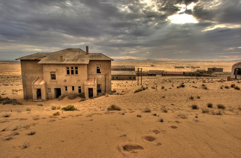 Kolmanskop Nambiya ıssız şehir fotoğrafları 1