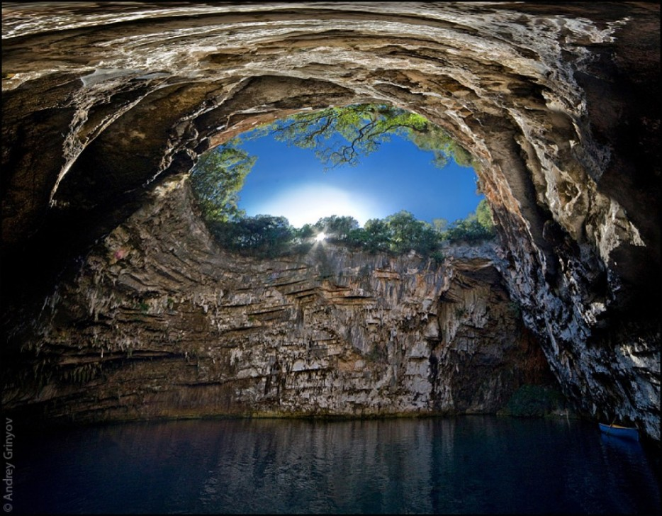 Melissani-Cave-Kefalonia-Yunanistan