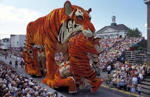 hollanda-dec.cicek-heykelleri-festivali-16