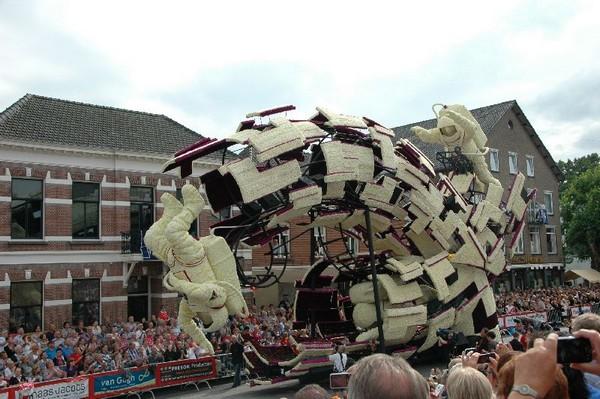 hollanda-dec.cicek-heykelleri-festivali-5