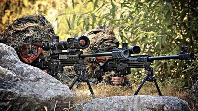 Güçlü bir ordunun yapılanması için yetkinliği yüksek, bilim ve teknoloji ile iç içe özel yetişmiş profesyonellerden ordu yaratılmalıdır